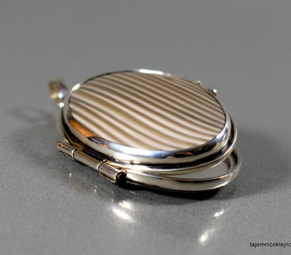 medalion srebrny otwierany - sekretnik z krzemieniem pasiastym