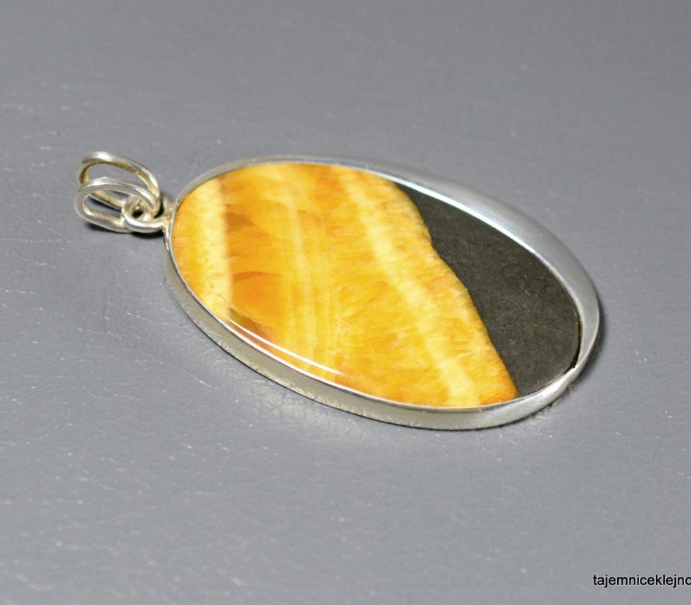 wisior srebrny z symbircytem, kalcytem