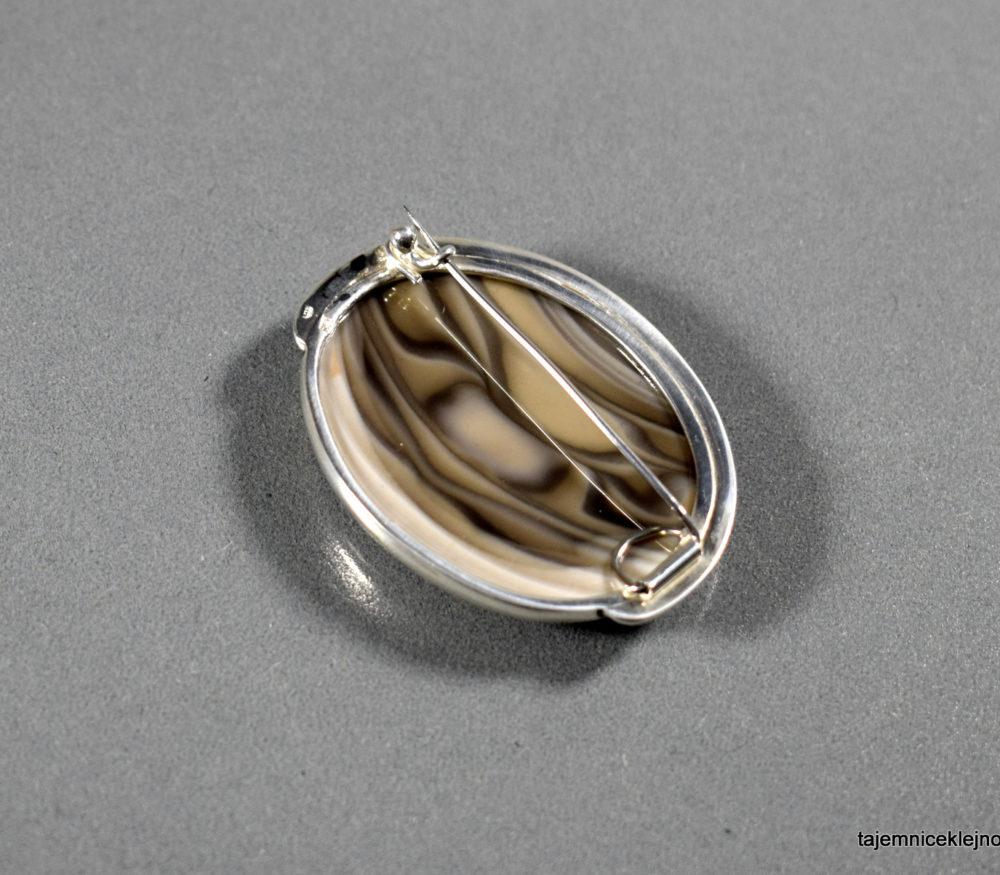 broszka srebrna z krzemieniem pasiastym