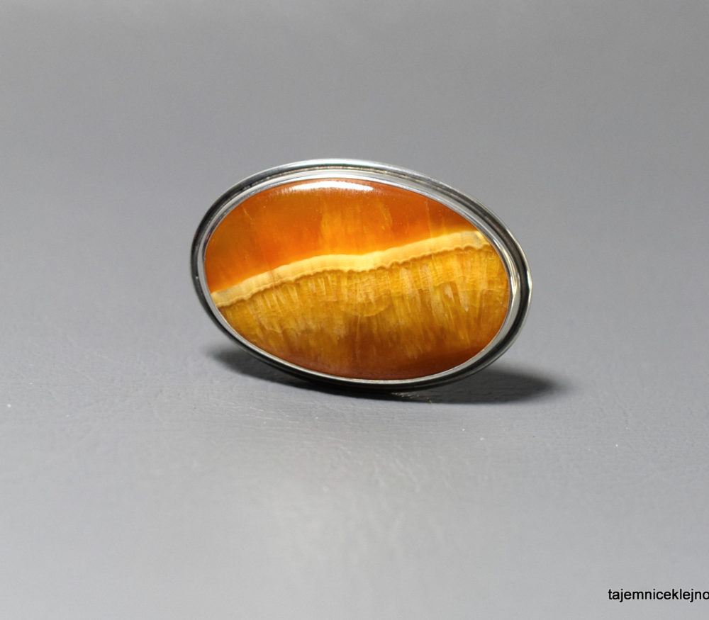pierścionek srebrny z symbircytem, kalcytem