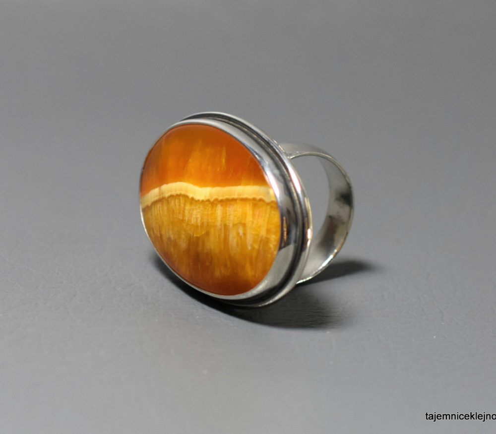 pierścionek srebrny z symbircytu, kalcytu