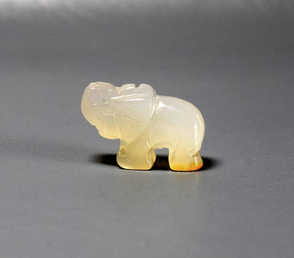 słoń z chalcedonu