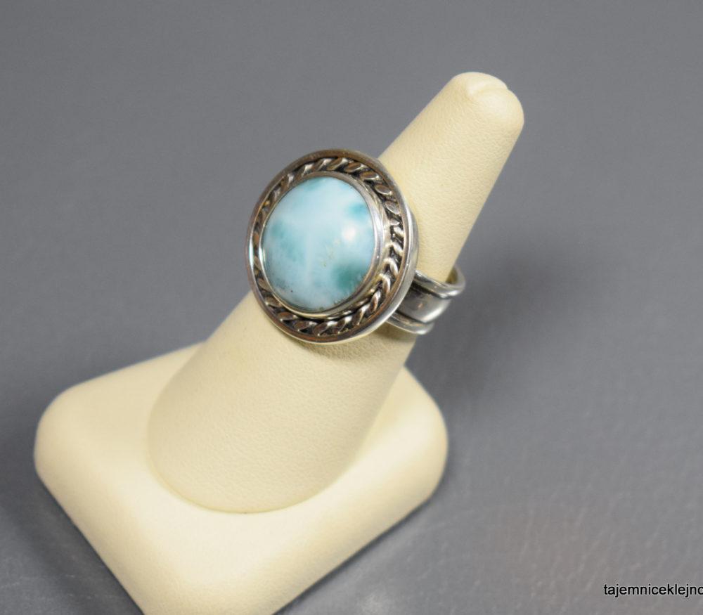 pierścionek srebrny z larimarem