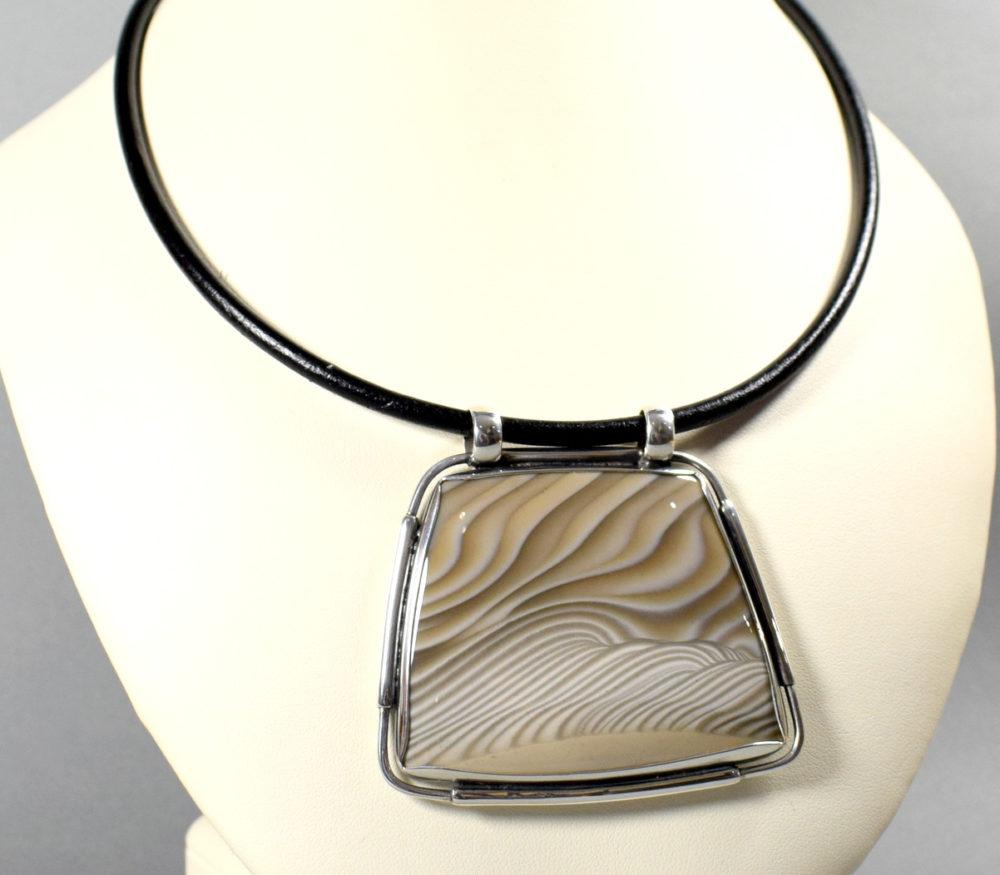 wisior srebrny z krzemieniem pasiastym