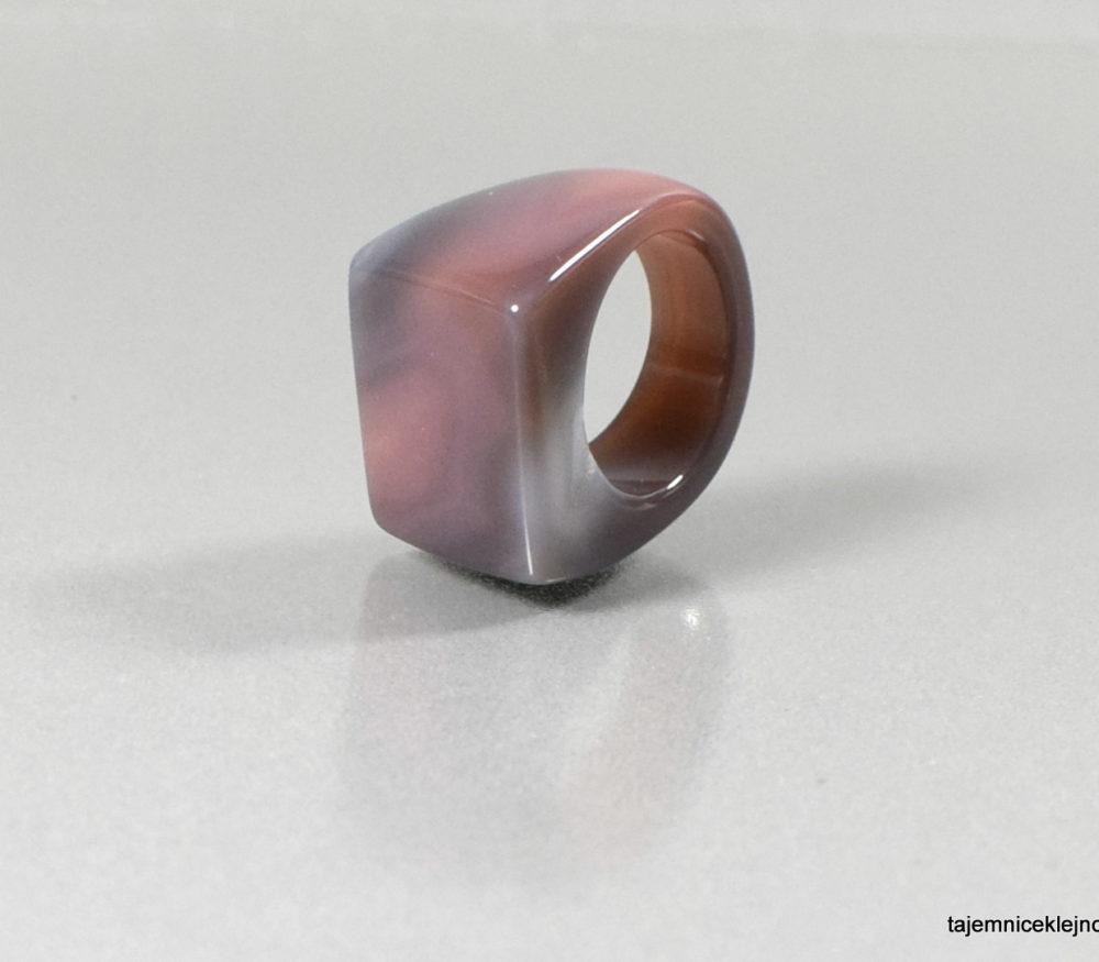 pierścień z agatu