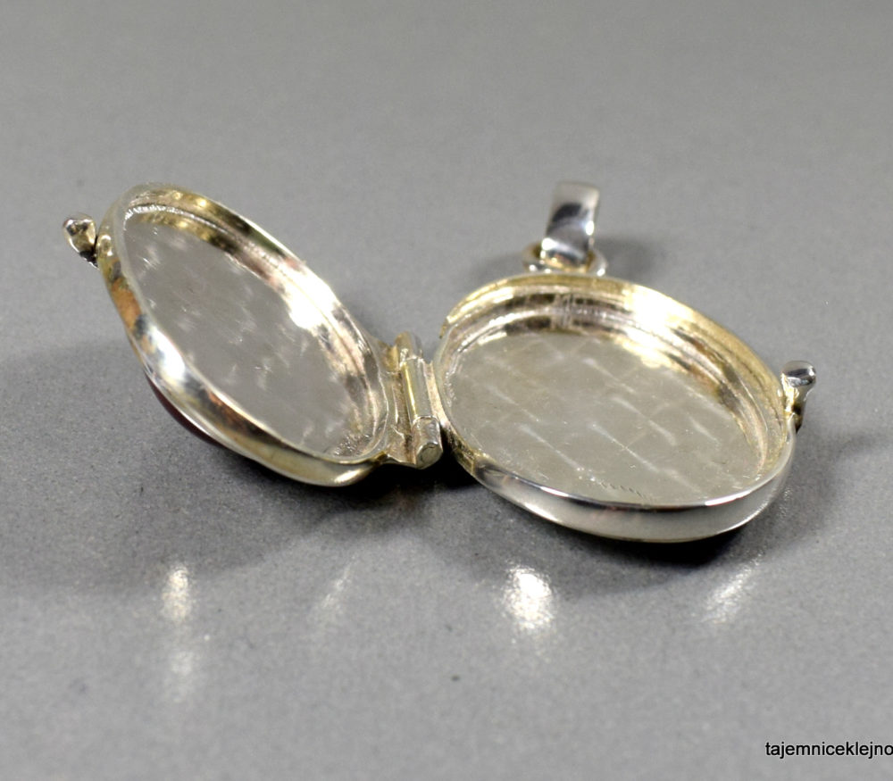 puzderko srebrne z jaspisem