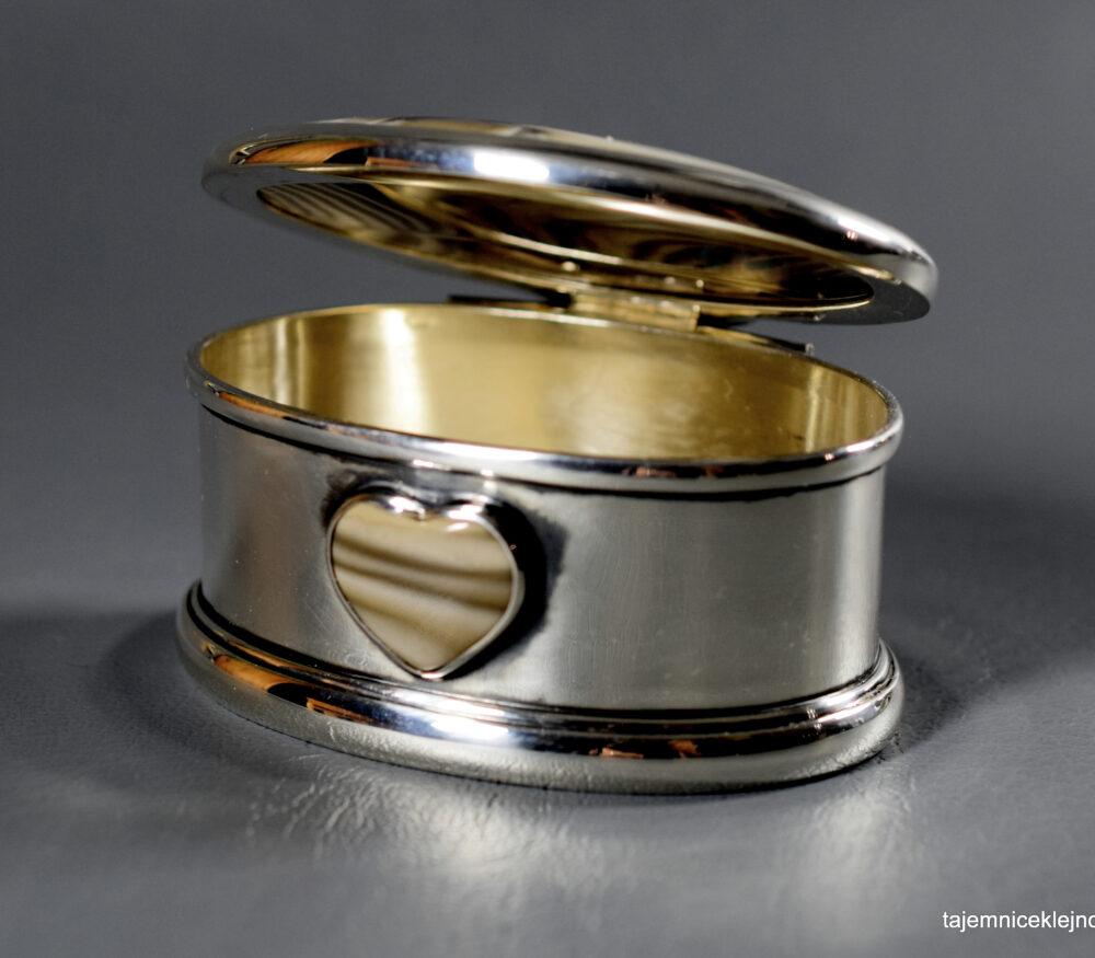 szkatułka srebrna zdobiona krzemieniem pasiastym