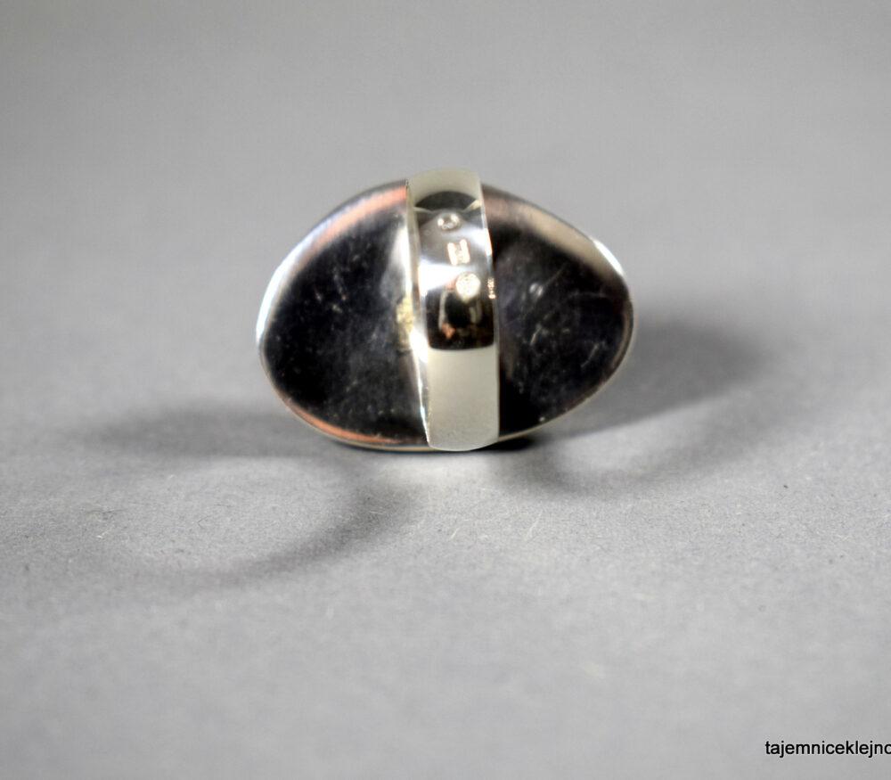 pierścionek srebrny z uwarowitu