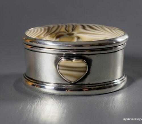 szkatułka srebrna z krzemieniem pasiastym
