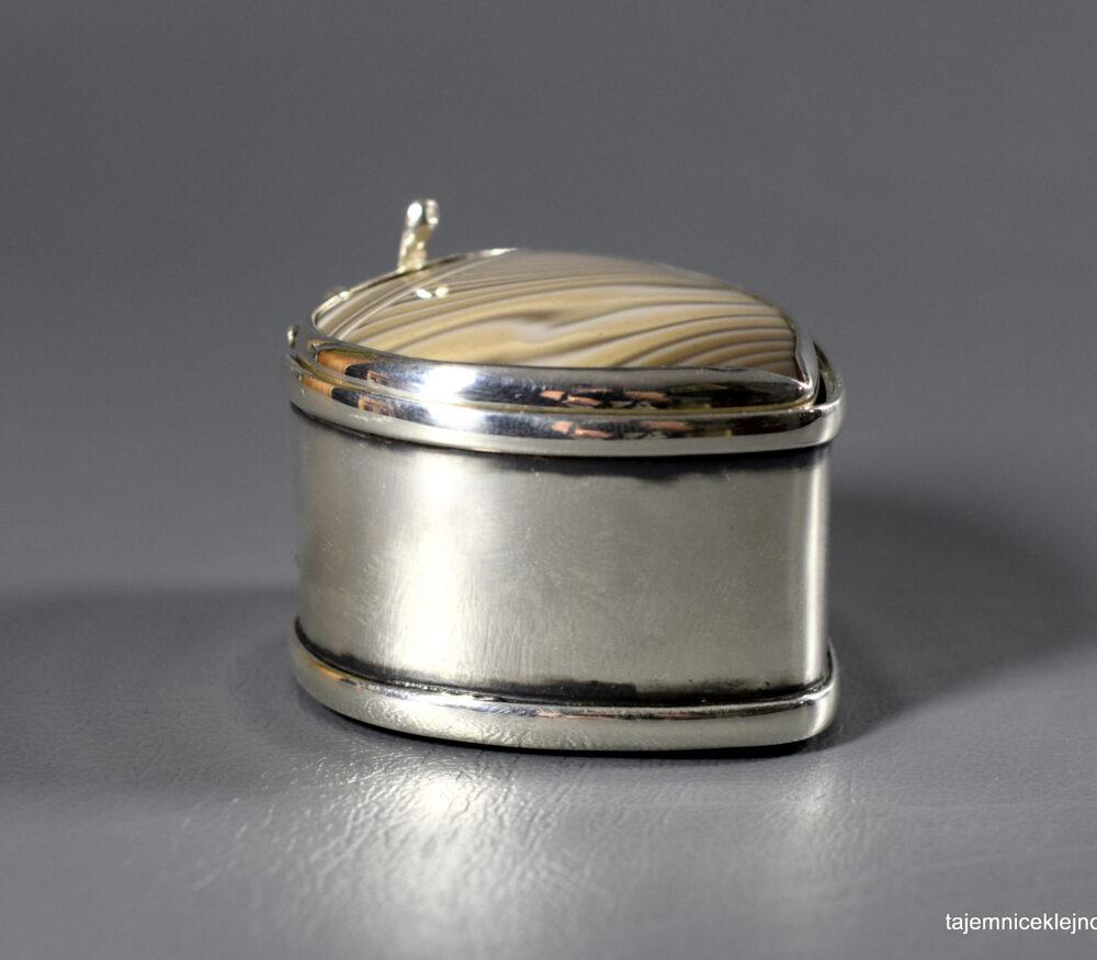 srebrne puzderko serce z krzemieniem pasiastym