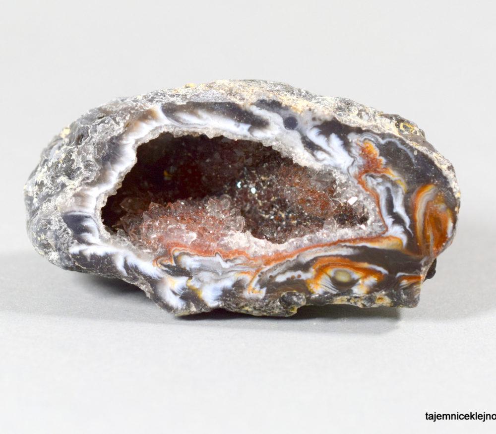geoda agatowa z kryształkami kwarcu z Brazylii