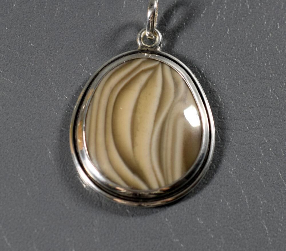 krzemień pasiasty wisior srebrny