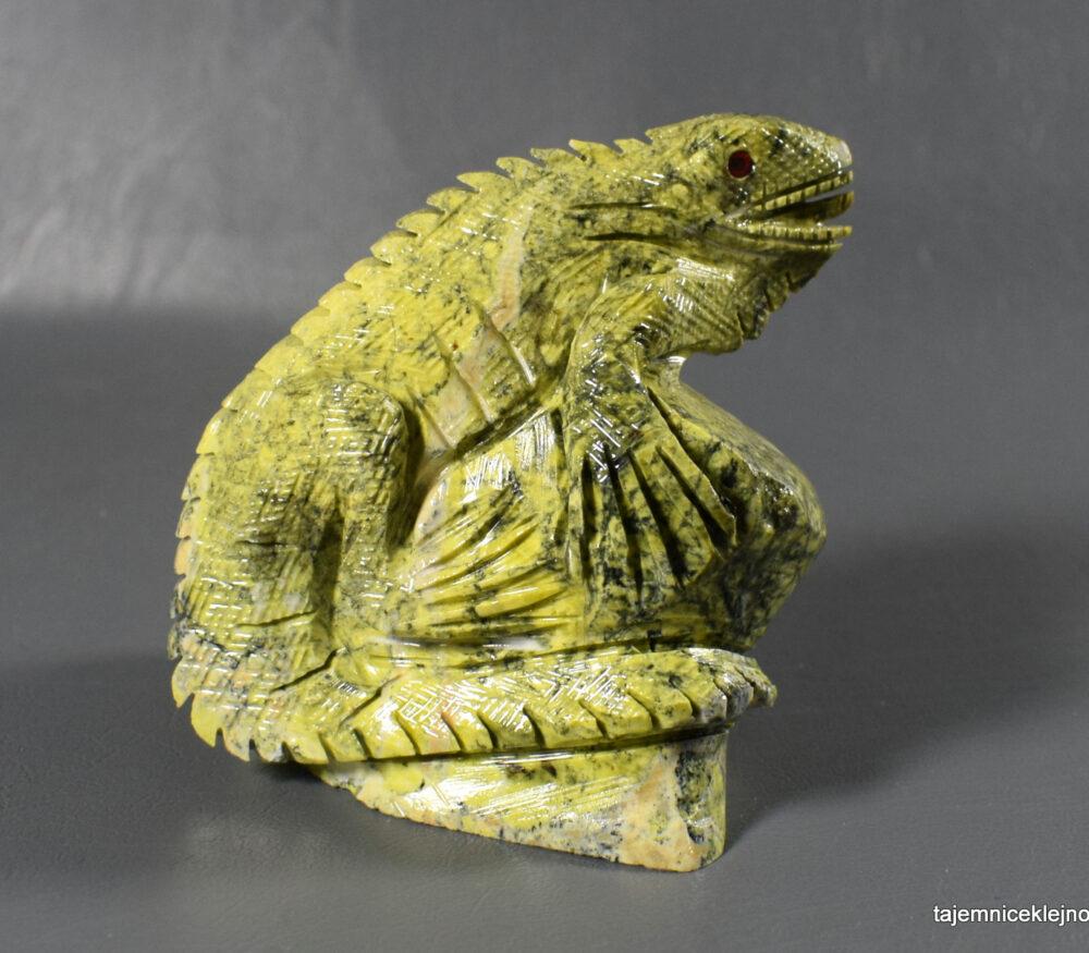 Iguana z serpentynitu
