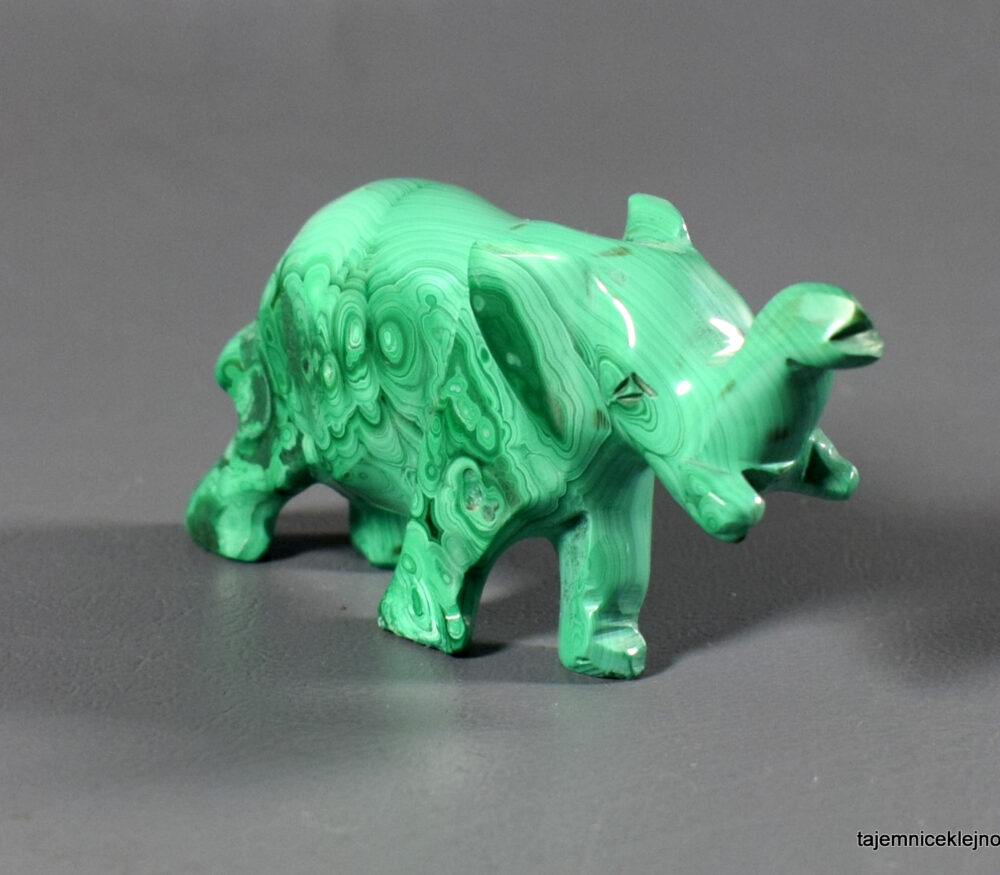 zielony słoń z malachitu, figurka, rzeźba