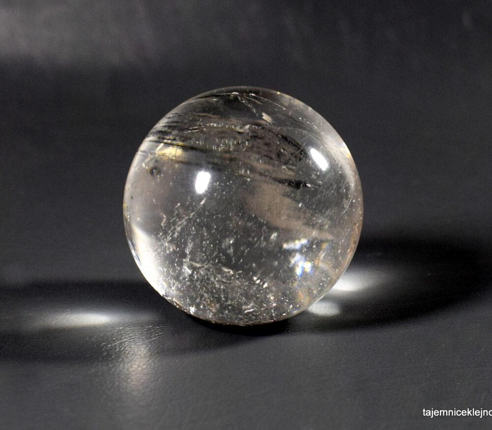 kula z kryształu górskiego