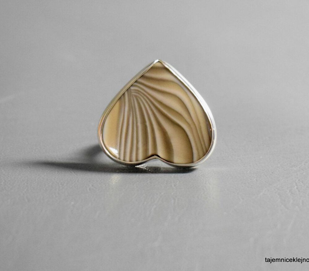 Pierścionek srebrny z krzemieniem pasiastym SERCE