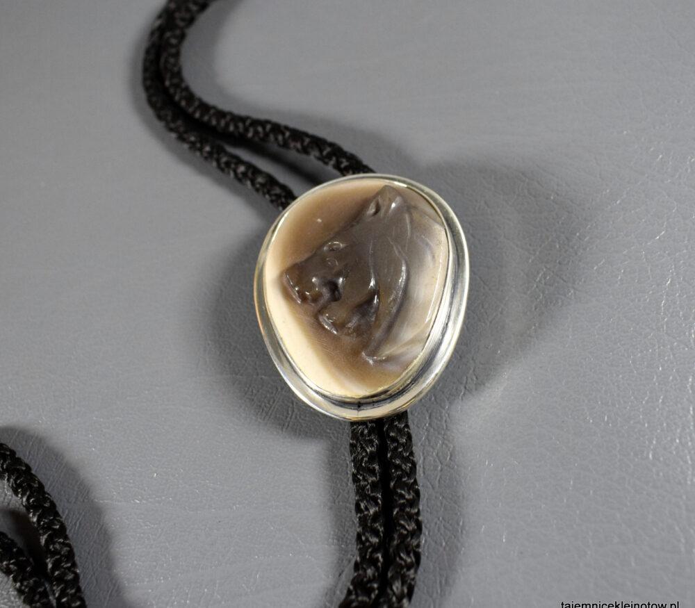 bolo srebrne z krzemieniem pasiastym wisior amulet z wilkiem
