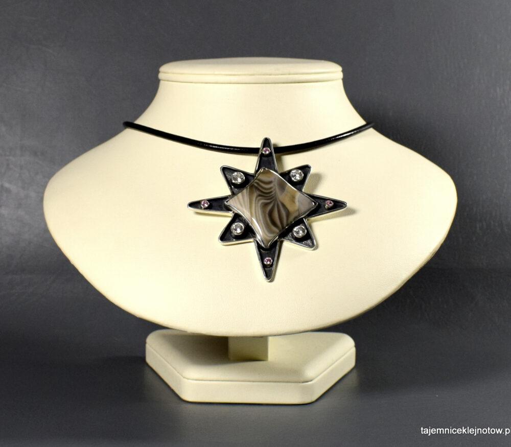 srebrny wisior z krzemieniem pasiastym Gwiazda