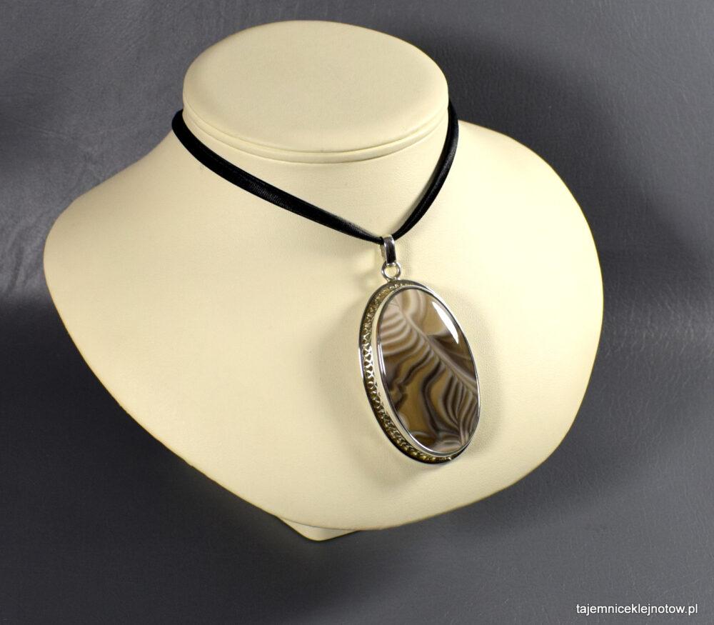 Srebrny wisior z krzemieniem pasiastym NOSTALGIA