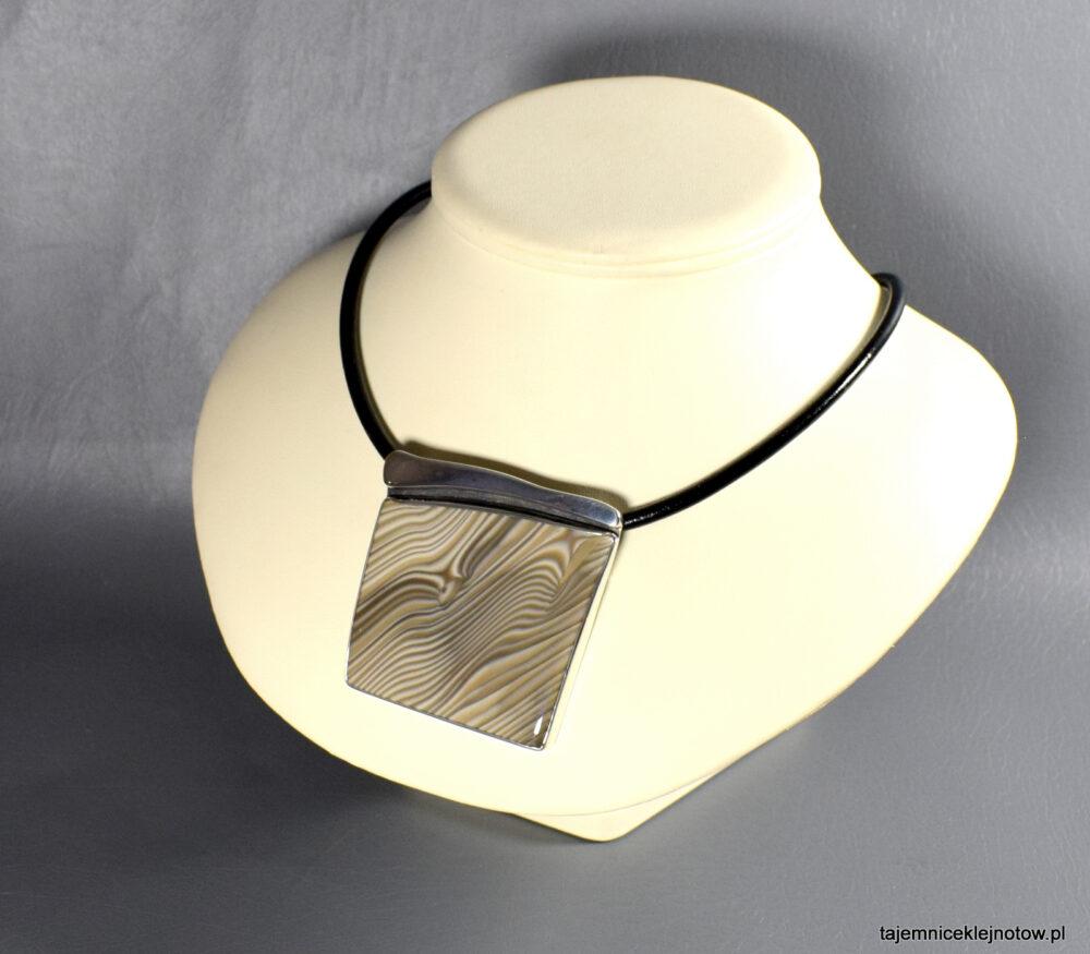 wisior srebrny z krzemienia pasiastego
