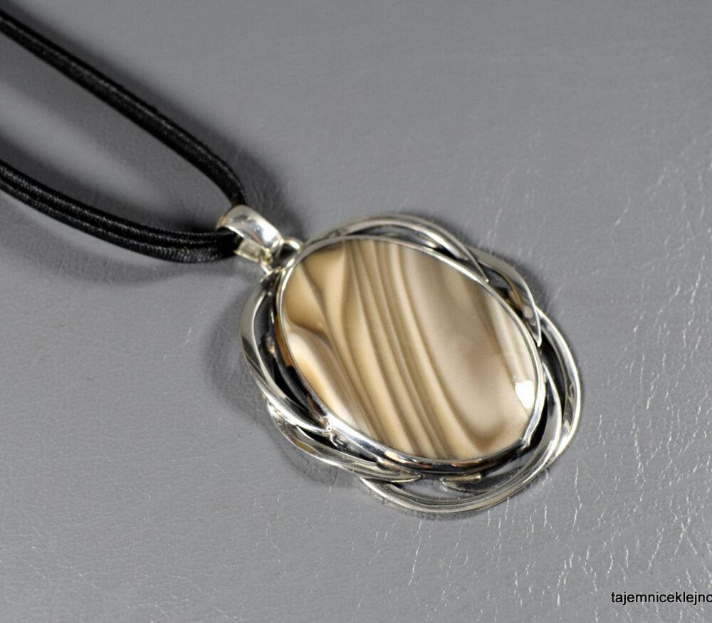 Wisior srebrny z krzemieniem pasiastym PLECIONKA KARUSI