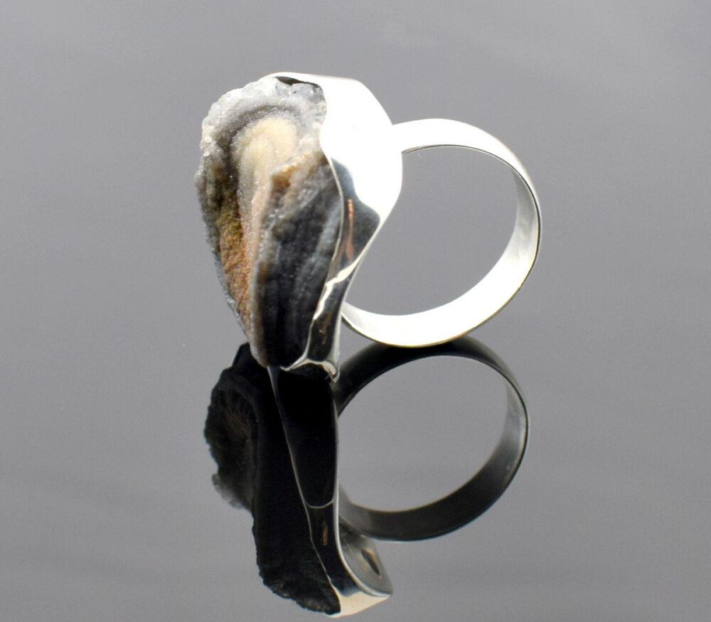 pierścionem srebrny z chalcedonem