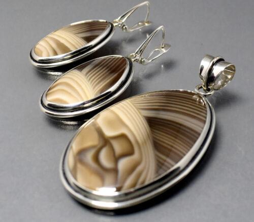 Komplet w srebrze (wisior+kolczyki)z krzemieniem pasiastym