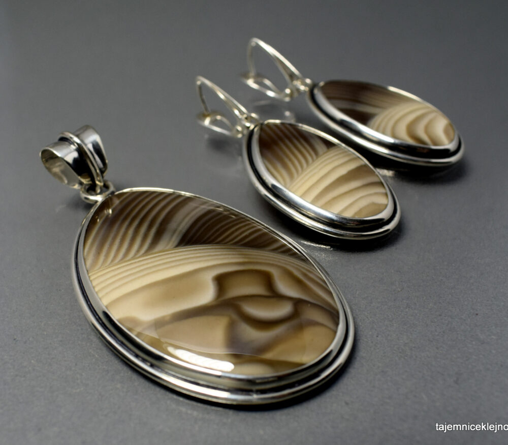 Komplet w srebrze (wisior+kolczyki) z krzemieniem pasiastym