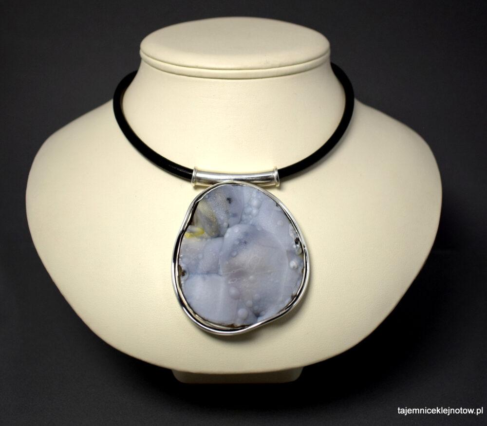 Wisior srebrny z chalcedonem z Brazylii