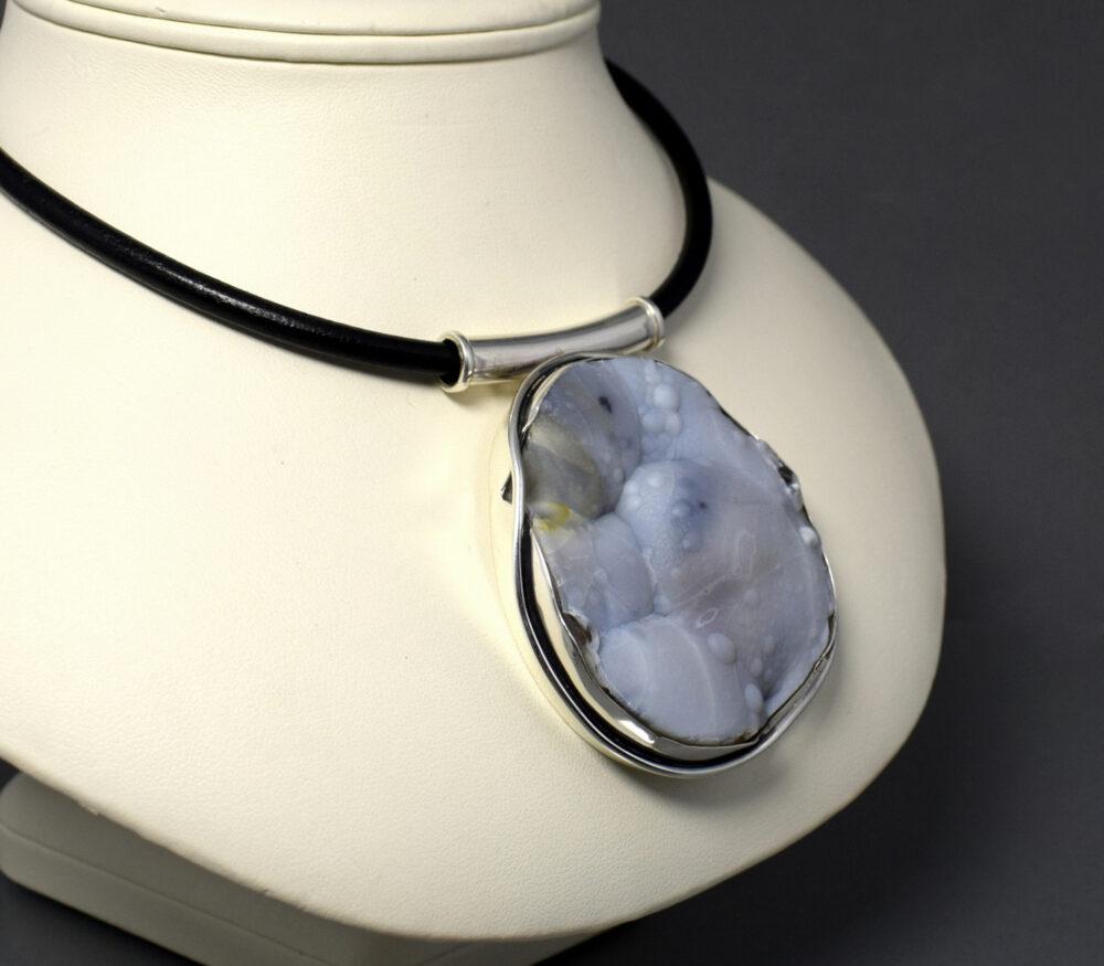 Wisior srebrny z chalcedonem