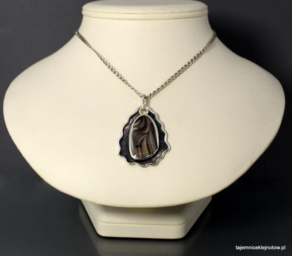 Wisiorek srebrny z krzemieniem pasiastym JESIEŃ