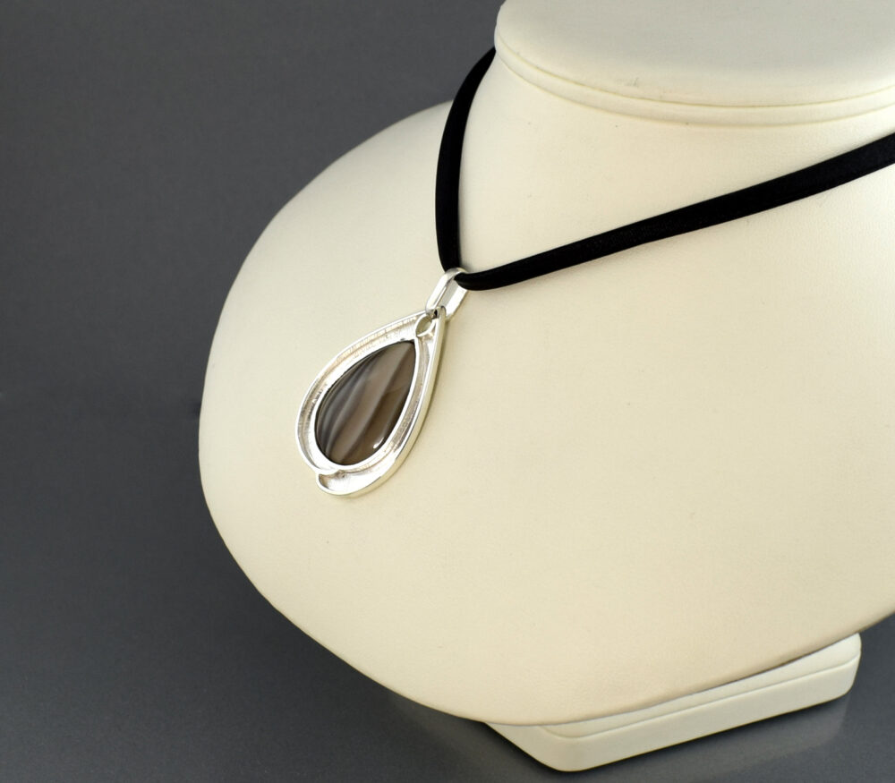 Wisiorek srebrny z krzemieniem pasiastym WIOSNA