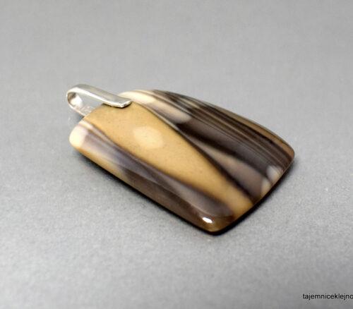 Wisiorek z krzemienia pasiastego ze srebrną zawieszką