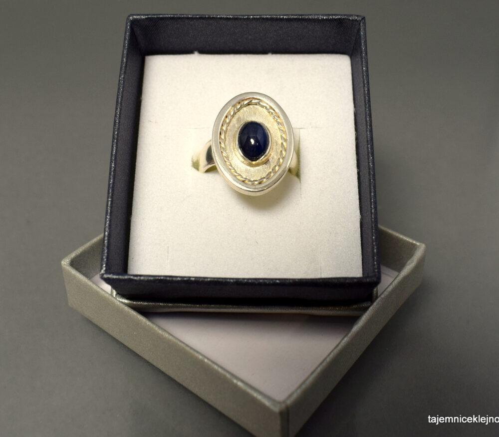 Pierścionek srebrny z szafirem CEJLON