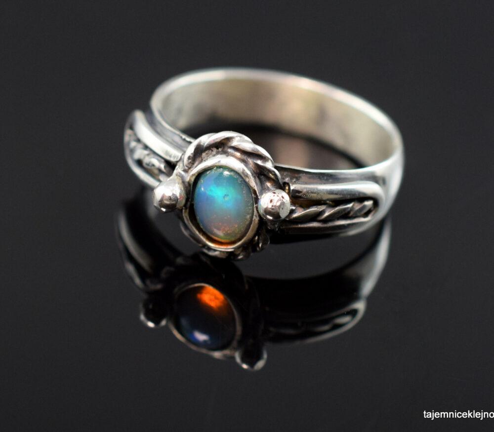 pierścionek srebrny z opalem szlachetnym z Etiopii