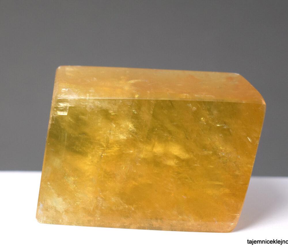 Kalcyt naturalny duży kryształ