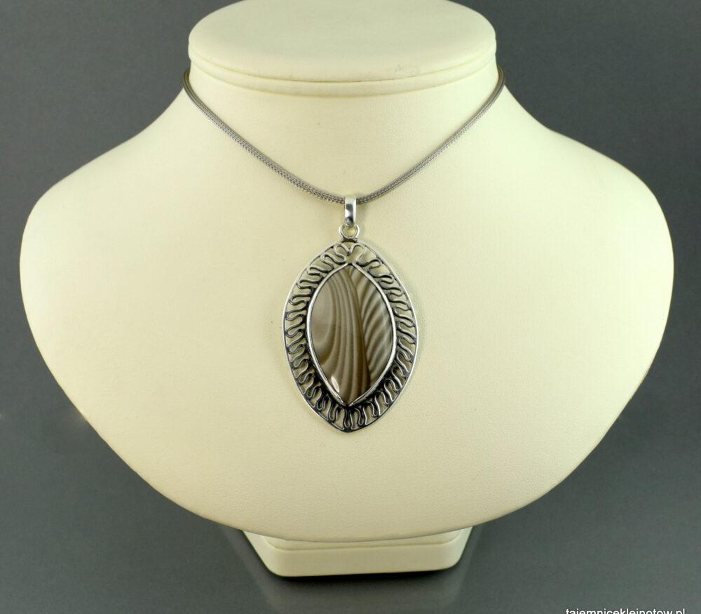 Wisior srebrny z krzemieniem pasiastym AŻUROWY LIŚĆ, biżuteria artystyczna