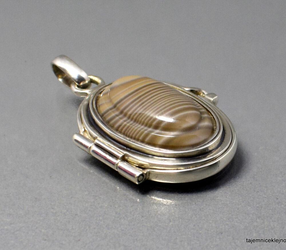 Wisior SEKRETNIK z krzemieniem pasiastym, srebro, biżuteria handmade, biżuteria autorska