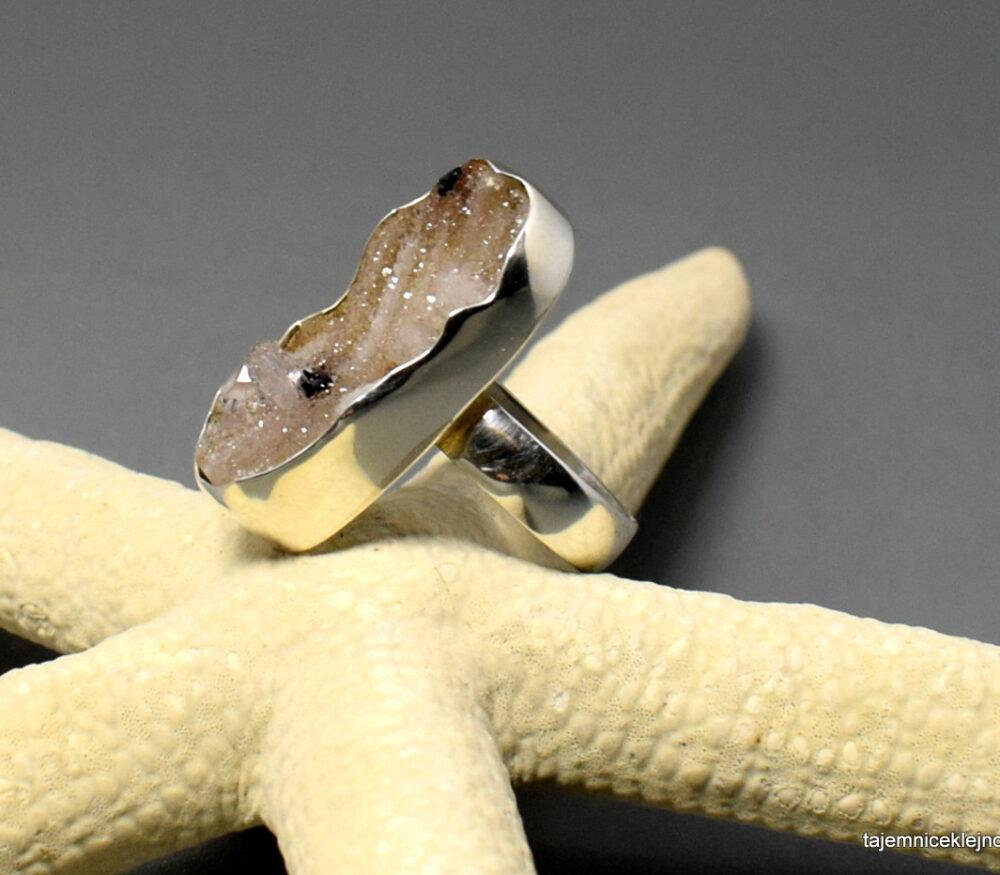 pierścionek srebrny z kwarcem, chalcedonem