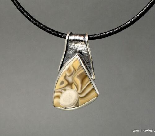 Wisior srebrny z krzemieniem pasiastym NA OKSYDOWANYM PASKU