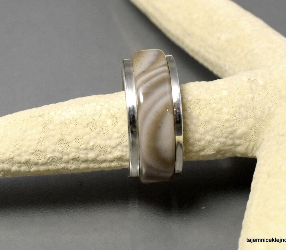 Obrączka srebrna z krzemieniem pasiastym, ręcznie zrobiona
