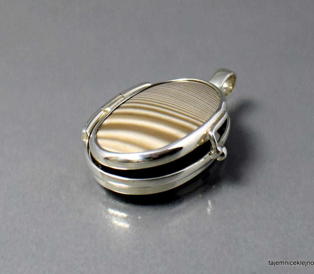 Medalion srebrny SEKRETNIK z krzemieniem pasiastym