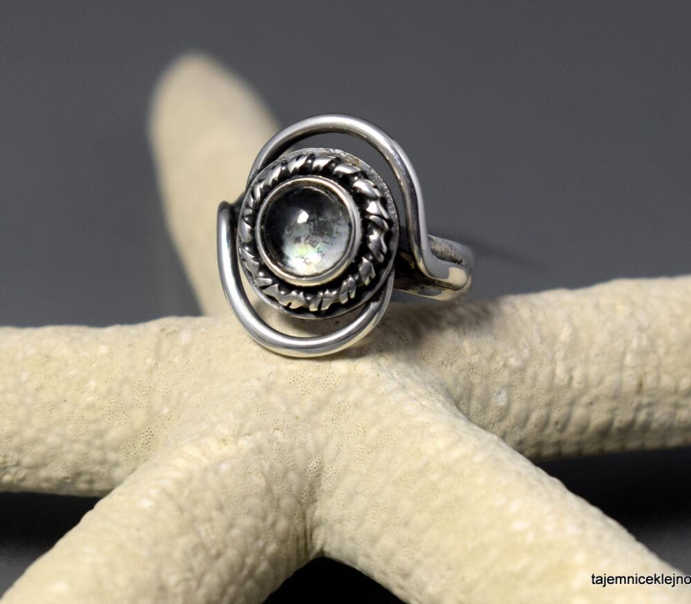 Pierścionek srebrny z prazjolitem URUGWAJ